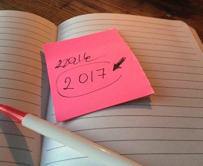 Postitlapp med årtalet 2017. Hur du gör ett personligt bokslut. Fyra konkreta tips.